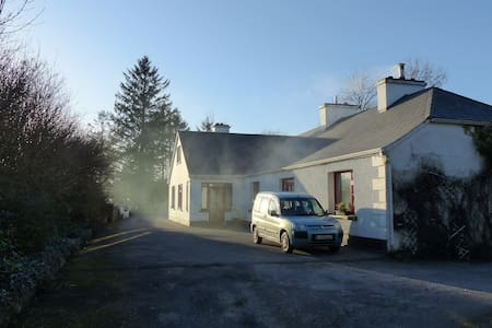 Double bedroom in traditional farmhouse - Corofin