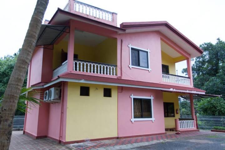 2Bedroom Family room Villa 10 Mins to Colva beach