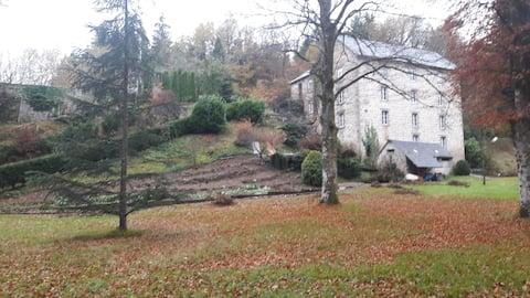 Moulin A 1: Parc, Nature et Rivière sur place.