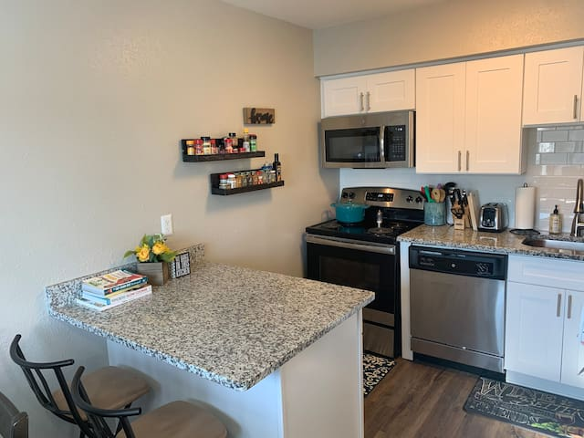 Lakeview Apt, 2 miles to the Beach & Boardwalk!