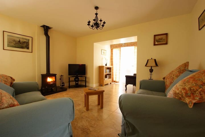Arch House, Rosegarland Estate, Wellingtonbridge, Co.Wexford - 2 Bed - Sleeps 4 - Wellingtonbridge - House