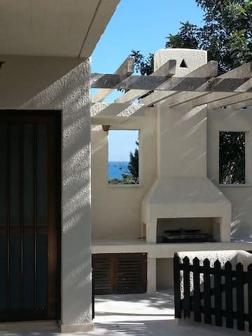 Ayios Theodoros 4 bed villa by the sea