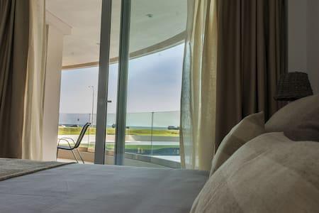Apartamento luminoso frente al mar en Pta del Este - Punta del Este