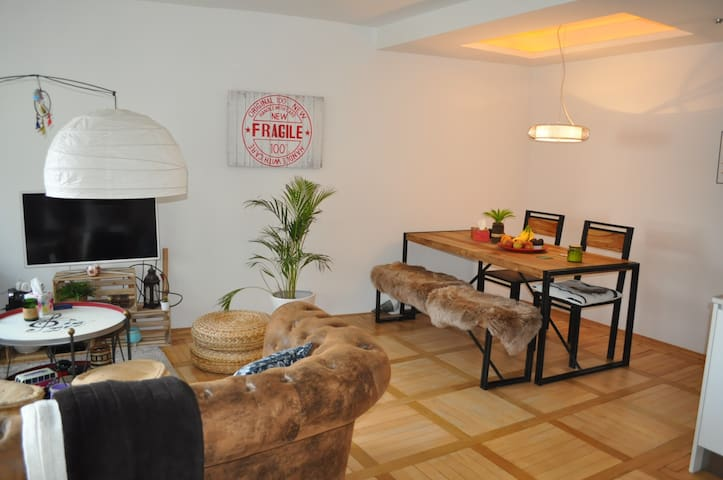 Lovely apartment, near Rhinefall (5 minutes walk) - Neuhausen am Rheinfall - アパート