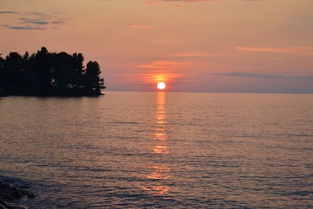 Lake Ontario, rock beach, beautiful sunsets - Huis