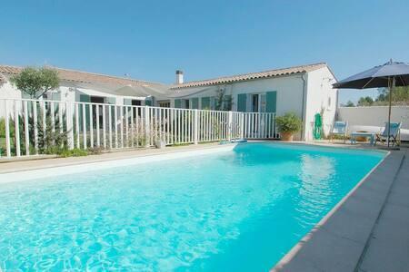 Villa avec piscine entre plage et centre village - Le Bois-Plage-en-Ré - 別荘