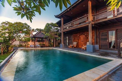 Classic Balinese 4BR Pool Villa in Jimbaran