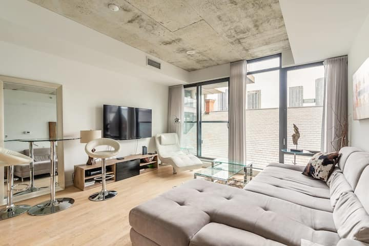 Newly Renovated - Upscale 1BR Loft - PRIME King West!