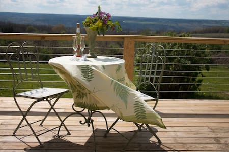 Guest House in the heart of FLX wine country! - Hector
