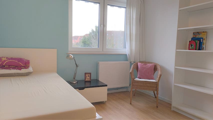 Convenient,newly renovated, single room 3 in house