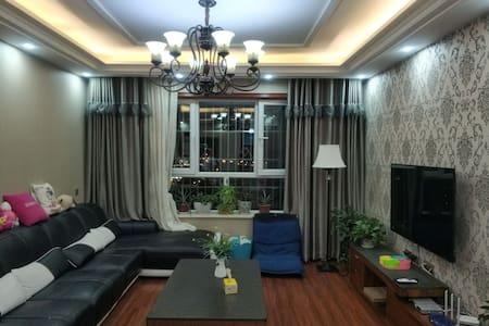 天鹅河景观房 3居豪装公寓