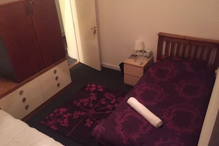 Single/twin room in the ❤️ of Wales - Pontypridd