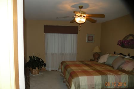 Comfortable and private 2 room Suite - Emmaus