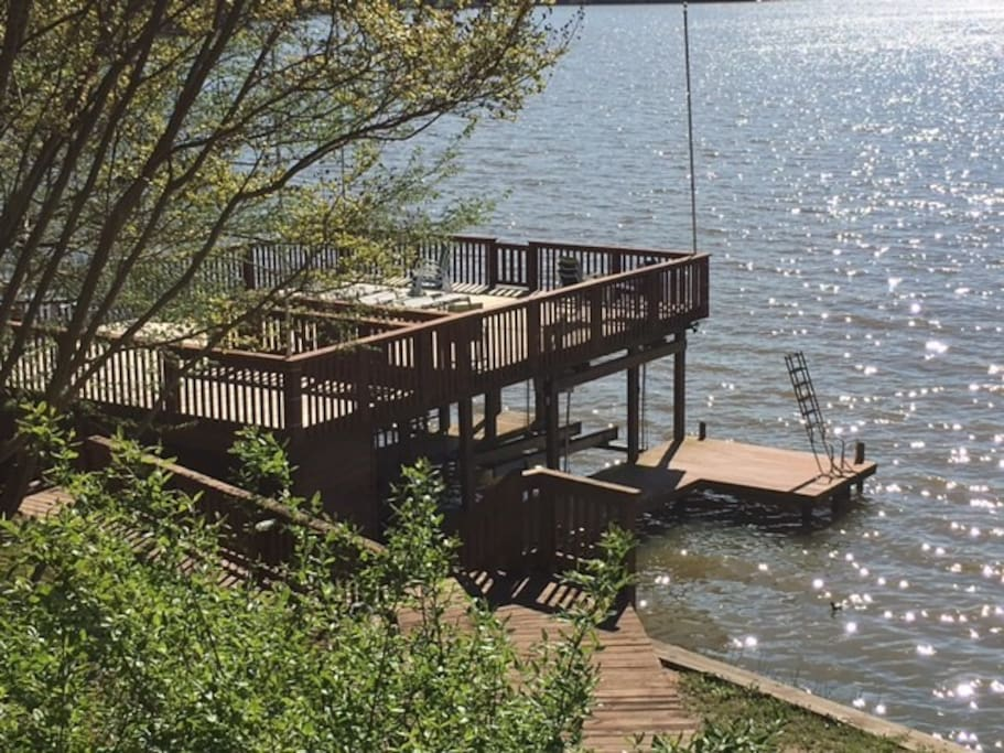 Boat lift for renter use (jet-ski lift available upon request). Deep water (8ft) directly off deck, perfect for swimming and floating.