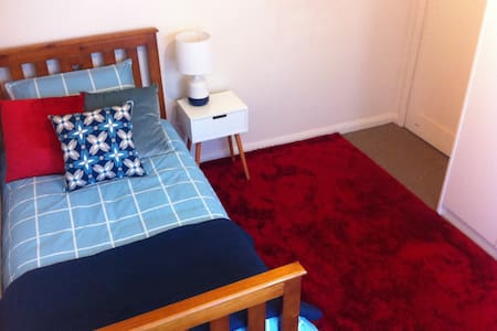 Cheap, comfortable, B/F included - Ballarat North - Haus