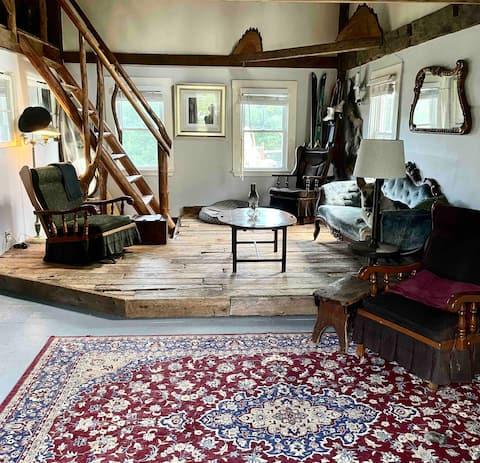 Foam King Loft Farmhouse stay,  upstairs 1 bedroom