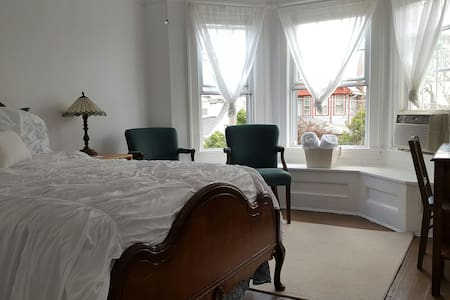 Bright Comfy Room w Complimentary Coffee/Bfast Bar - Lakewood - Reihenhaus