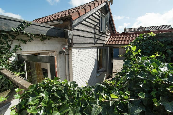 Lovely cozy house with nice privacy rich terrace in Egmond aan Zee