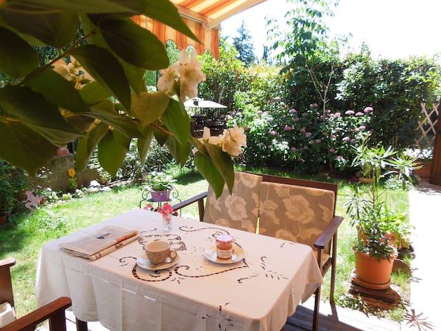 """Grazioso bilocale con giardino """"Corte delle Rose"""" - Brescia - Huoneisto"""