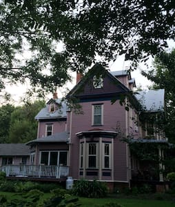 Pink Victorian - Rock Hall - House