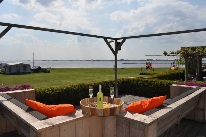 Chalet directly on the beach of Terherne with unique view of the Sneekermeer