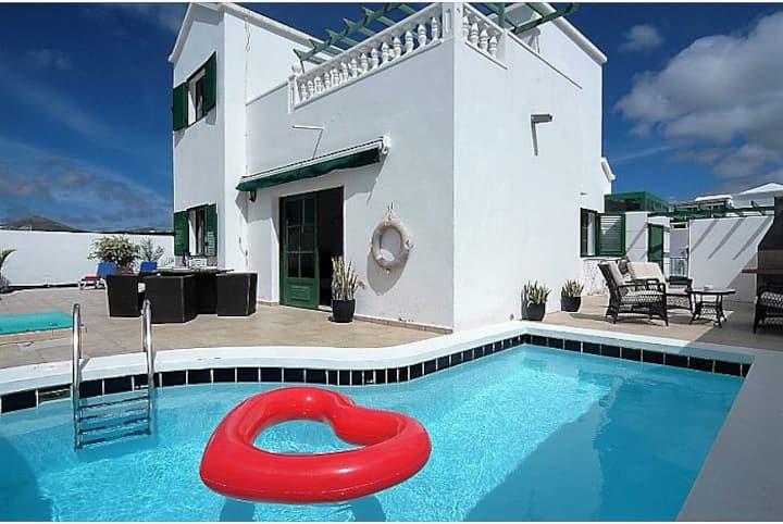 Villa Blue skies 2. Villa with private pool.