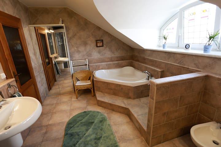 Happy color apartment - 7 person, 3 toilets