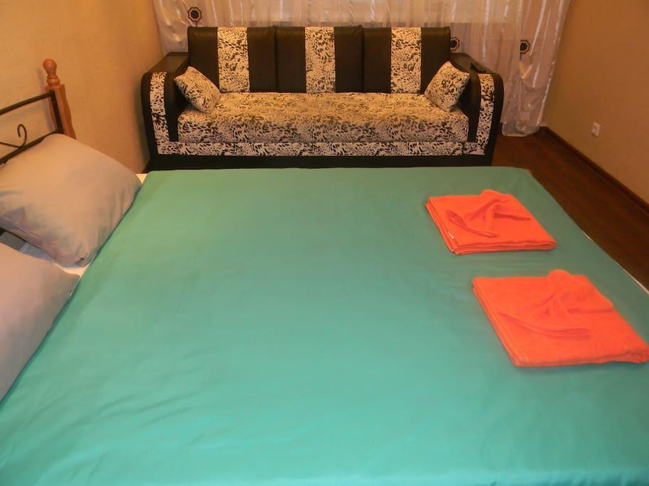 При необходимости диван можно разложить на два спальных места