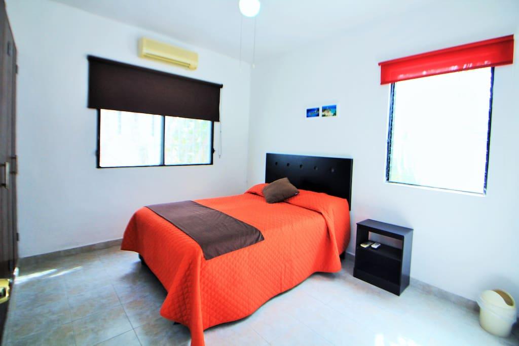 Habitación 1 con cama matrimonial