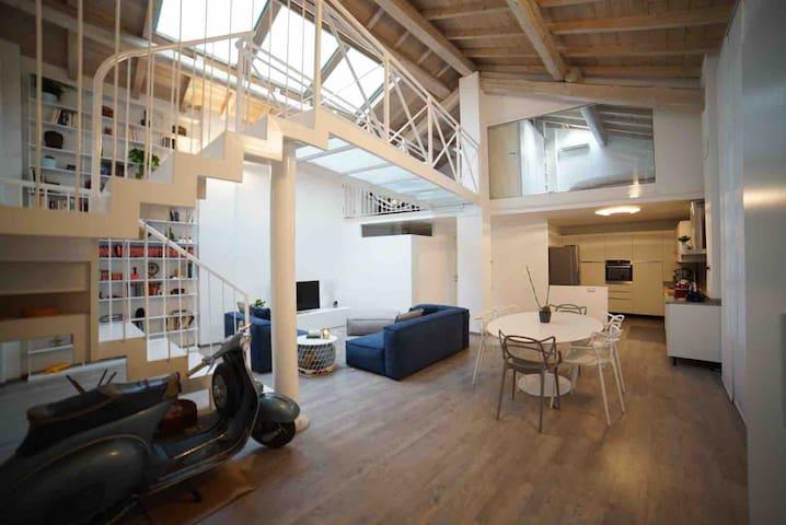 Stanza privata in moderno Loft in zona Cermenate