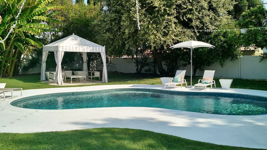 Full Bed in Private Room & Pool - Los Angeles - Casa