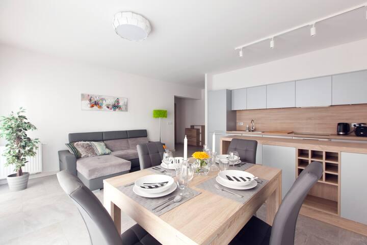 COMFY APARTMENT FOR 4 PEOPLE 800m from Main Market - Breslávia - Apartamento