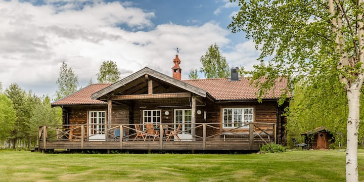 Swedish Lake-side cottage