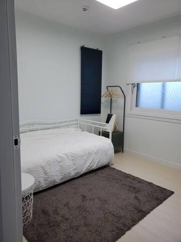 1층 싱글침대 침실