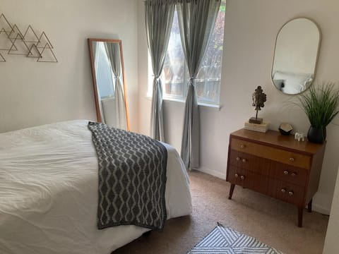 Explore Reno and Tahoe from this fully equipped bedroom minutes from downtown and a short drive to Lake Tahoe.