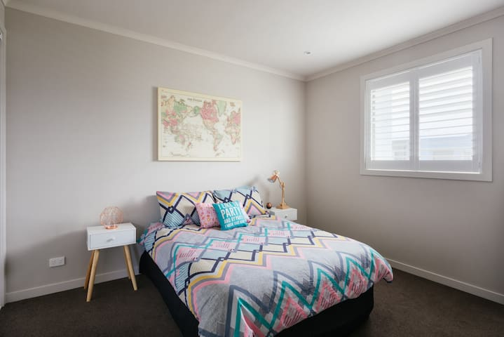 Private Rms, Lounge Rm & Bathroom! - Footscray - Ev