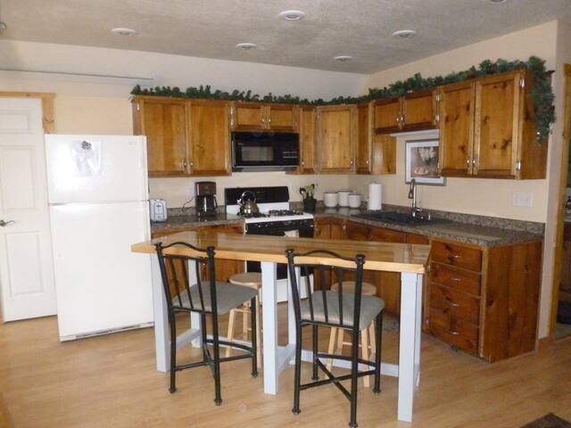 Fully equiped kitchen with island and seating for 4-6.