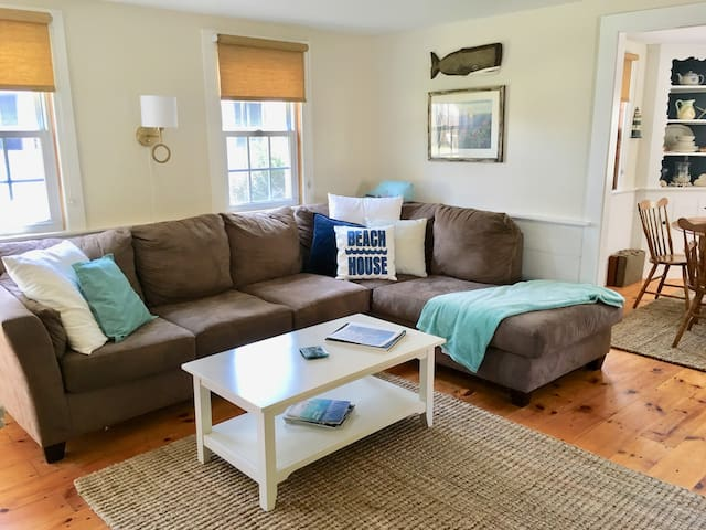Cape Cod Cottage for 4 with Private Beach