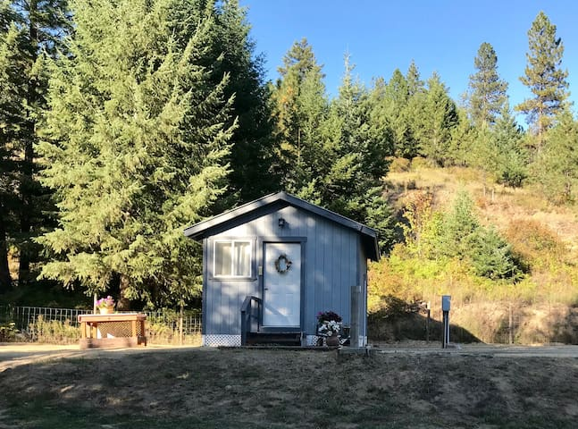 Glamping in a Tiny House! Country setting, private