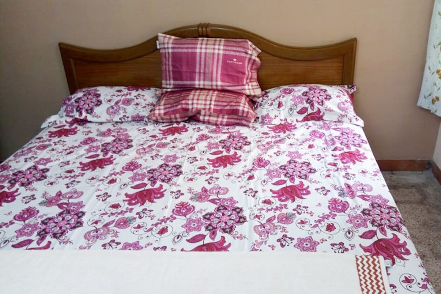 Elegant and beautiful floral bedspreads to enhance your mood.