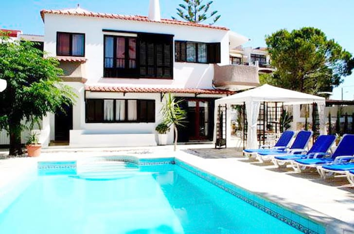 Traditional architecture, greatly located by beach - Olhos de Água - Casa