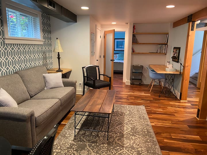 """Modern Mayberry"" 1 bedroom in SE Portland"
