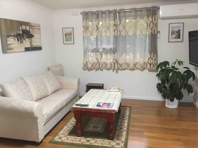 New renovated 2 BRs 15min to airport 20min to city