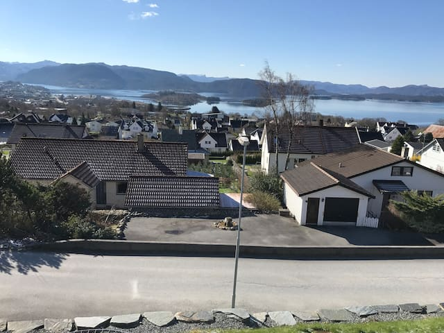 Large Apartment 15 min. drive from Preikestolen