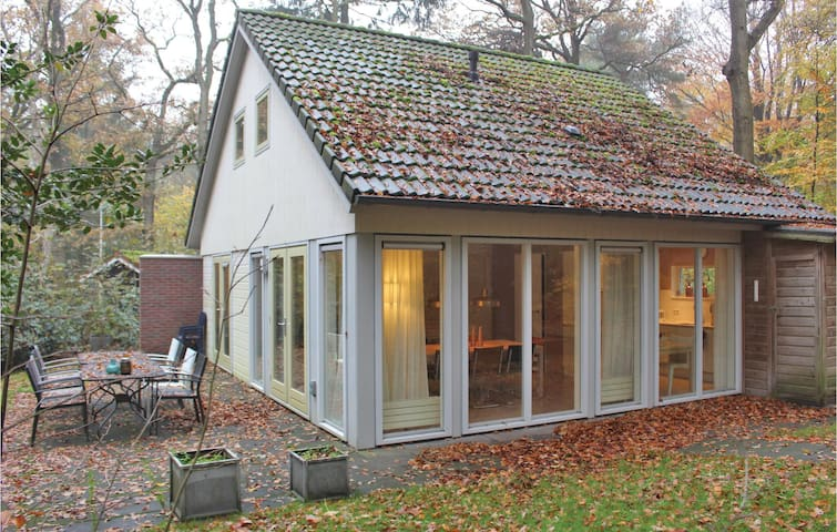 Holiday cottage with 4 bedrooms on 100 m² in Oudemirdum