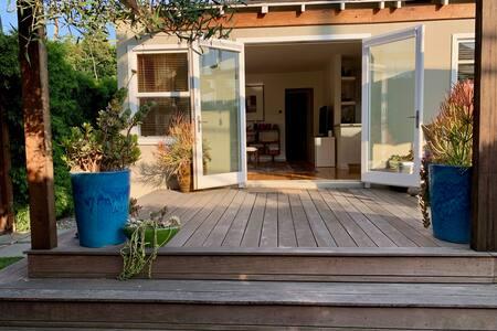 Modern Santa Monica Cottage - Walk to the Beach