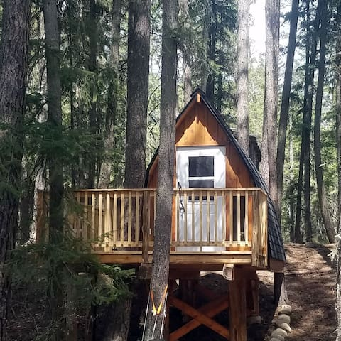 Tree Hut with WIFI, power and amenities