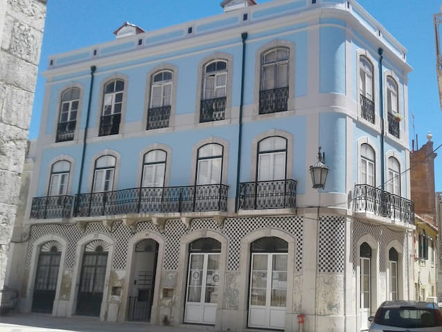 Historic bay apartment, 15 min. to Lisbon centre.