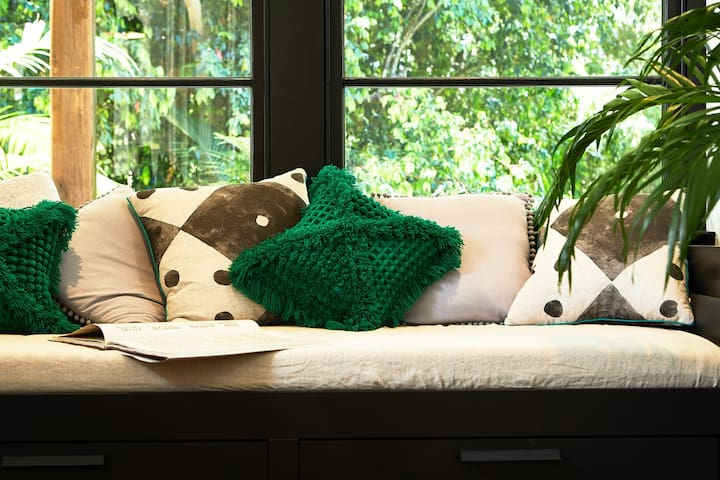 Reading / Chill nook with rainforest views