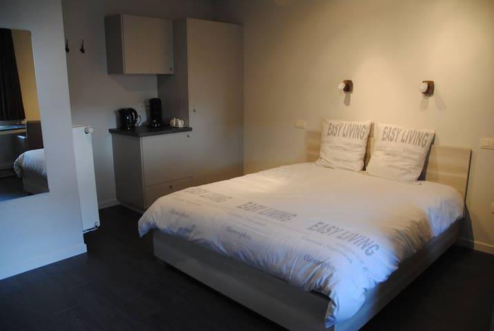B&BOude Winning Tongeren-Maastricht - Riemst - Bed & Breakfast